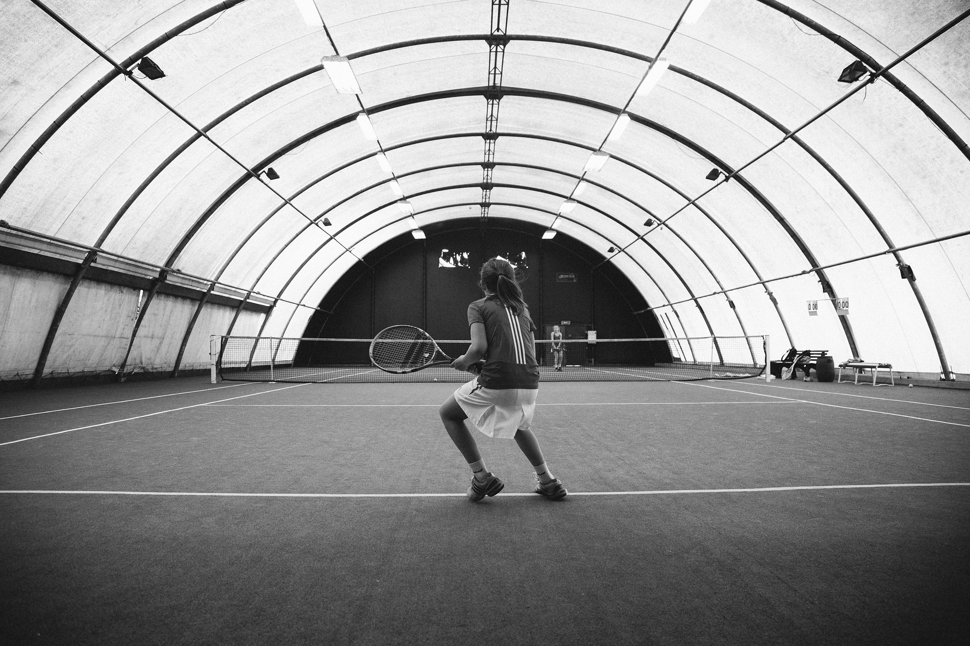 テニスをしている人間