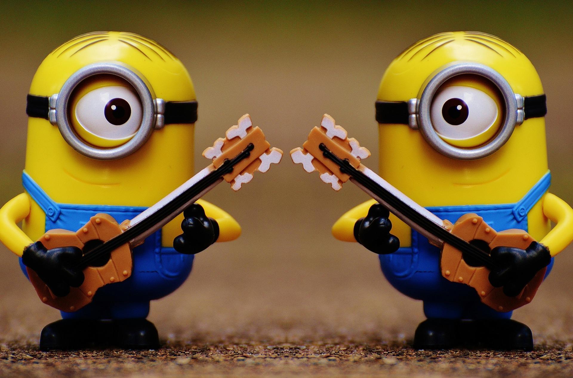 ギターをひく2匹のモンスター